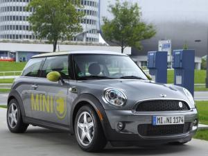 electric-mini-concept-to-preview-2019-mini-ev-at-2017-frankfurt-motor-show_3